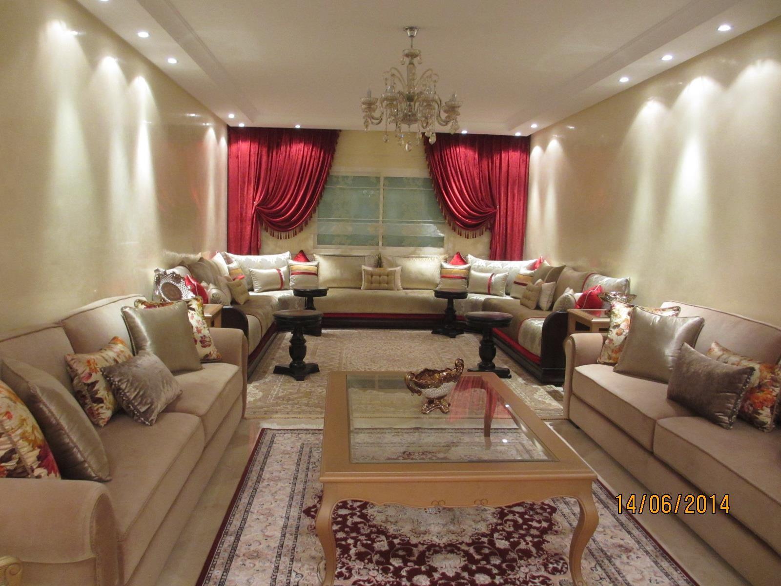 Grand salon classique crme et rouge dans Salon marocain  Ide dcoration de salons Classiques