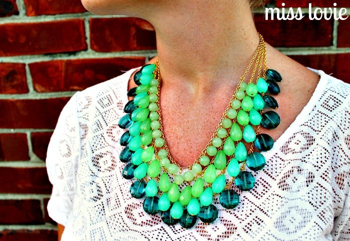 Miss Lovie: Ombre Necklace Tutorial. Don't care for the ombré trend, but great technique here.