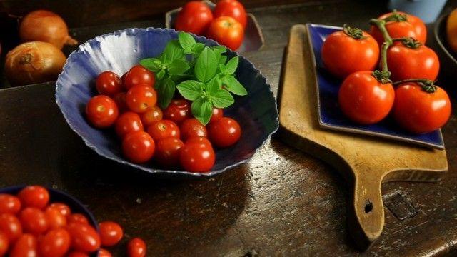 Rita Lobo mostra os diferentes tipos de tomate - Cozinha Prática - GNT