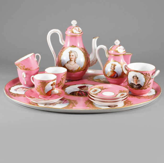 Set de cha em porcelana Francesa Sevres do sec.19th, 5,100 USD / 4,650 EUROS / 16,050 REAIS / 31,420 CHINESE YUAN https://soulcariocantiques.tictail.com