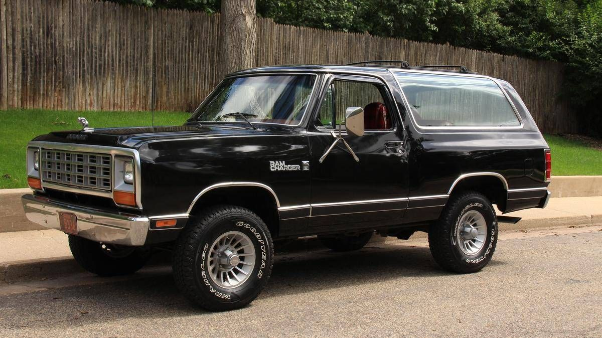 1982 dodge ram charger royal se