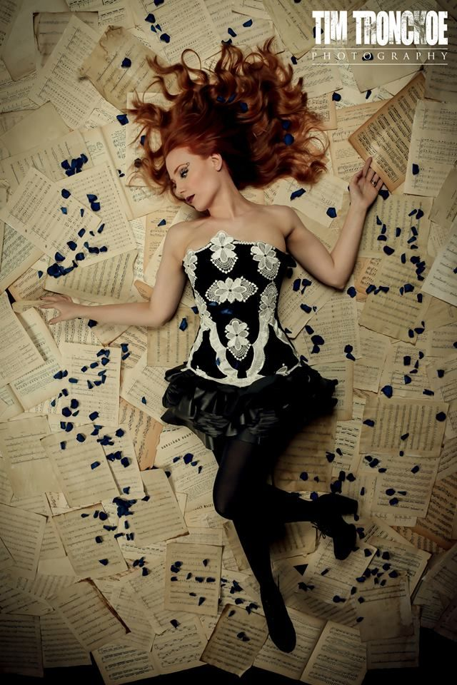 Simone Simons Base for: Valerie Lamb