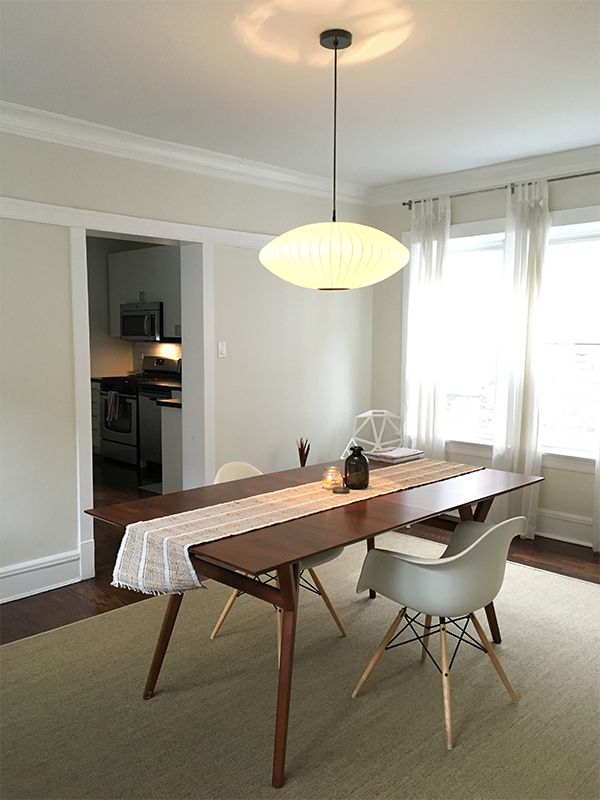 This renovated vintage space for rent in Lincoln Square has a separate dining room. #lincolnsquare #apartments #diningroom #vintage