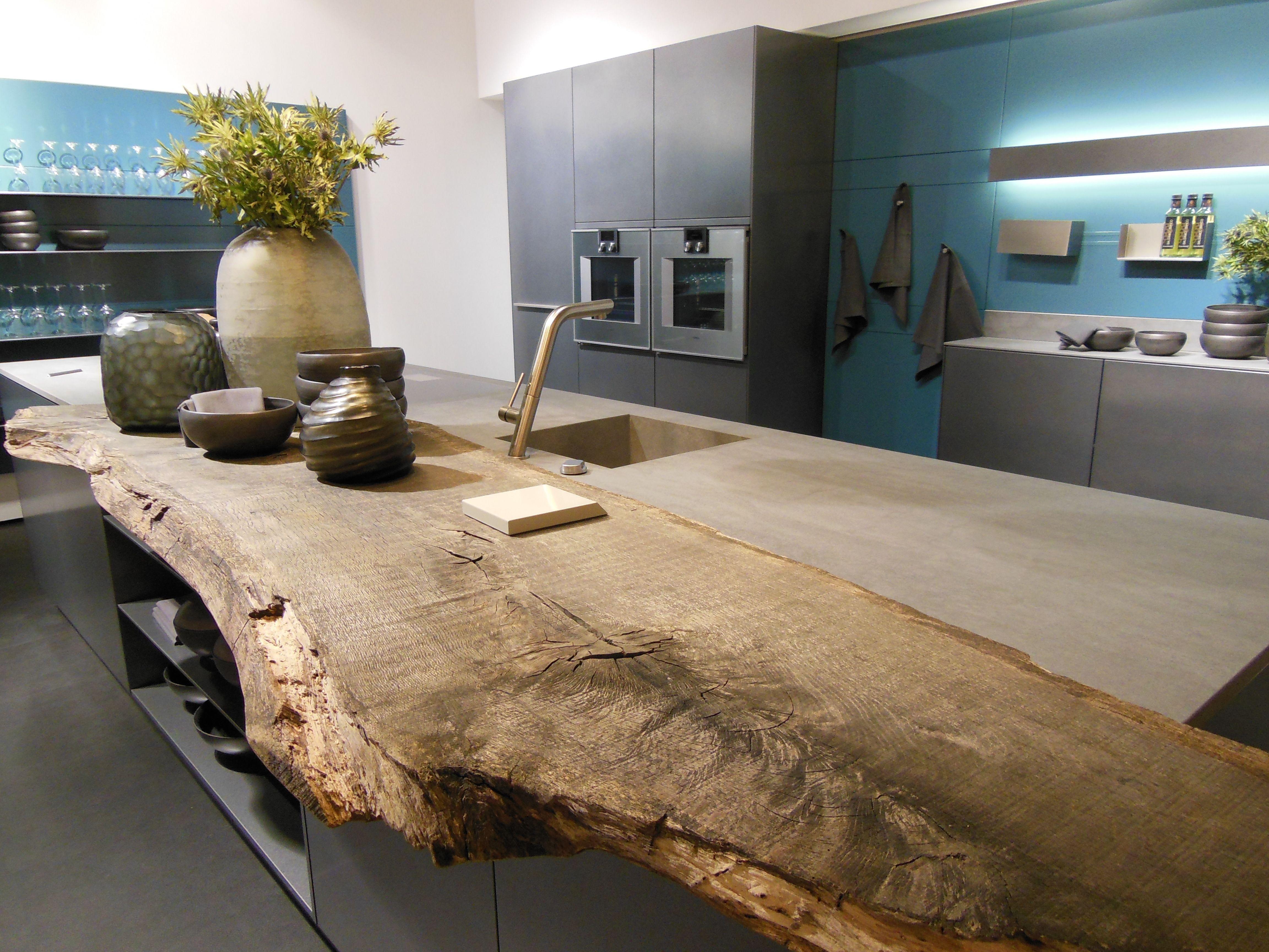 Photo of Bar per la colazione realizzato con un bellissimo pezzo di legno rustico. Un'aggiunta meravigliosa per …