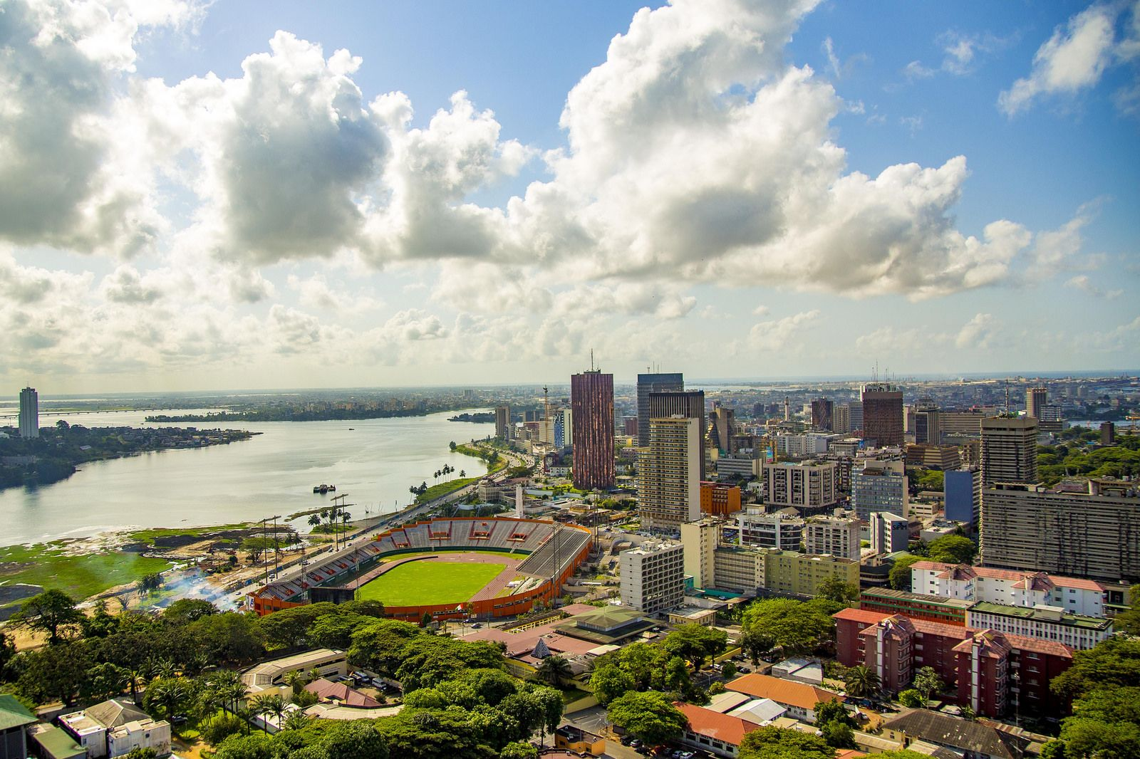 Abidjan Cote D Ivoire Photographie Citadine Ivoirien In 2020 Cool Places To Visit Africa Travel Ivory Coast