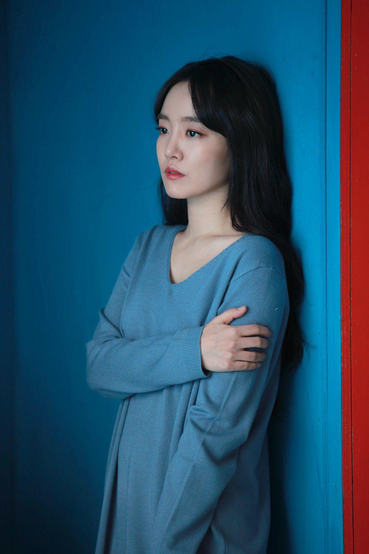 Kpop Younha Girl Korean Blue Red Female Artists Kpop Girls Beauty