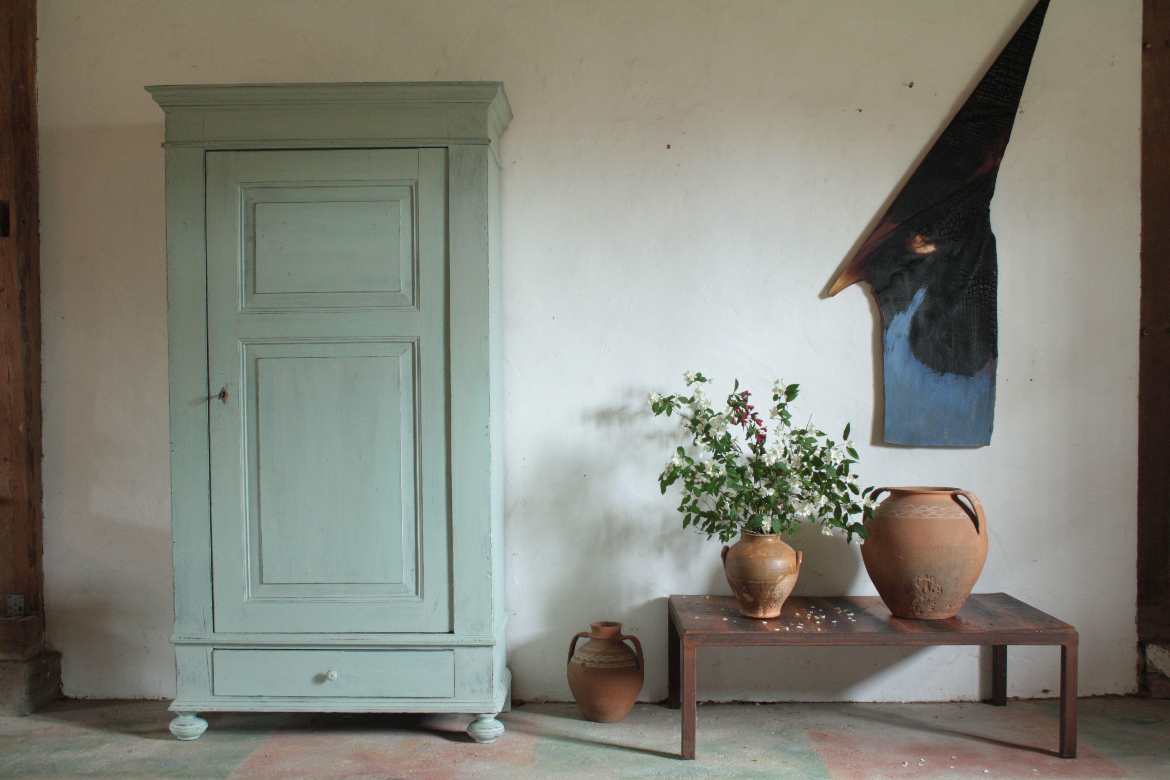 Eintüriger Schrank, grün gefasst, ca. 1870. Innenausbau als ...