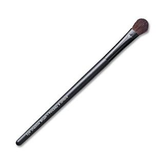 With a fuller, rounded shape this brush is ideal for applying eye shadow all over the lid, or across the brow bone. The soft bristles allow easy blending.