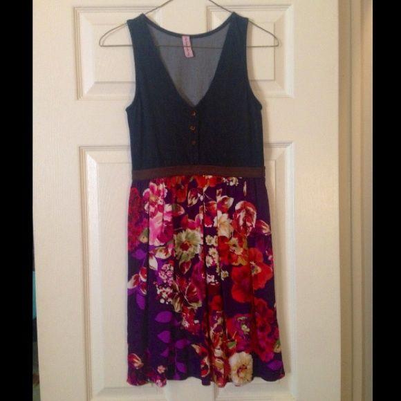 Beautiful Denim Flower Dress  sz S Beautiful Denim Flower Dress Dresses