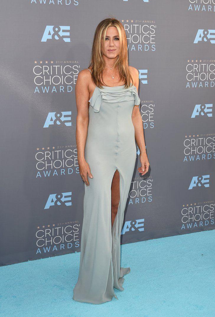 Pin for Later: Seht die Stars von einer anderen Seite bei den Critics' Choice Awards Jennifer Aniston in Saint Laurent