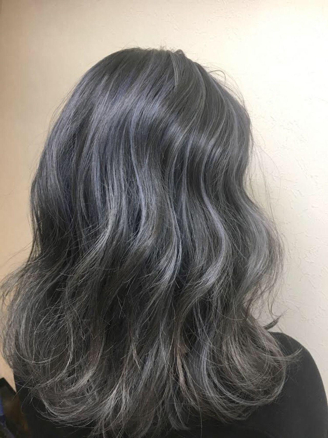 黒髪からアッシュ で透明感カラーを手に入れよう Hair ブルー