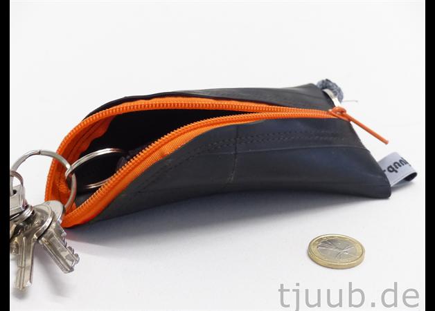 """Schlüsseletuis - Schlüsseltasche Fahrradschlauch """"Schlürfli"""" Upcycl - ein Designerstück von tjuub bei DaWanda"""