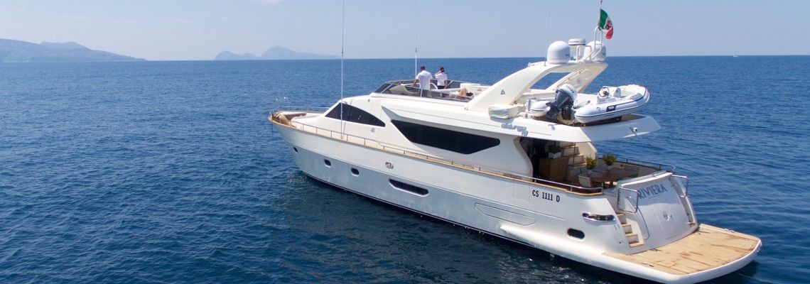 Capri Luxury Boats Luxury Yachts On Capri Italy In 2020 Boats Luxury Luxury Yachts Boat
