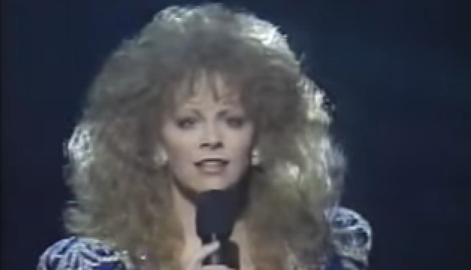 Reba Mcentire Performing You Lie Live During The 1990 Cma Awards
