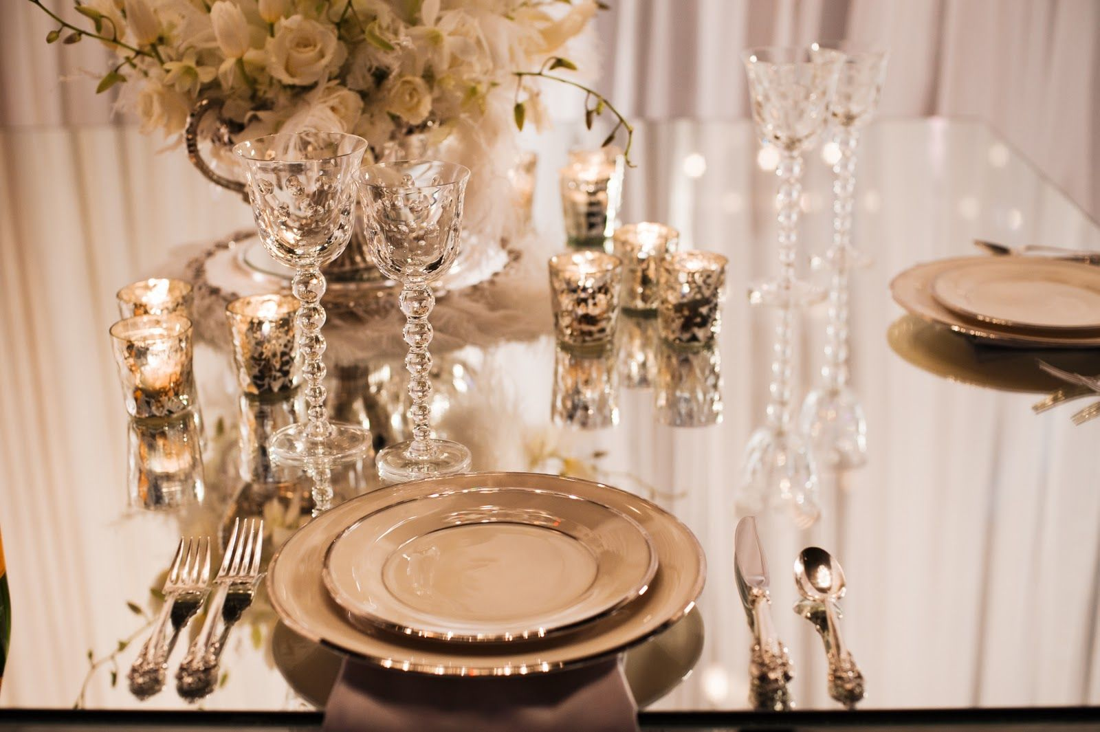Great gatsby table decor people in the 1920s were all for 50s wedding decoration ideas