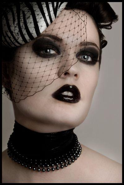 Bold lips gothic romantic