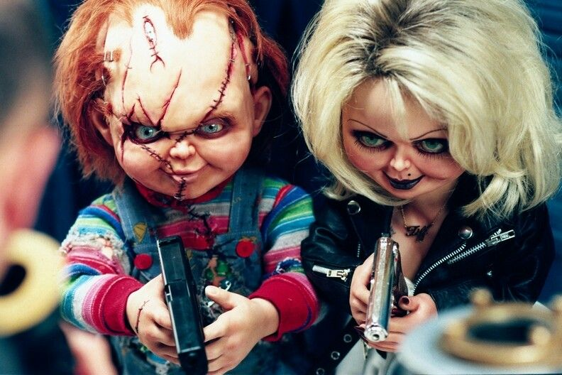 Tiffany Valentine Costume: Tiffany Was Boyfriend Chucky Gunpoints Like Bonnie And