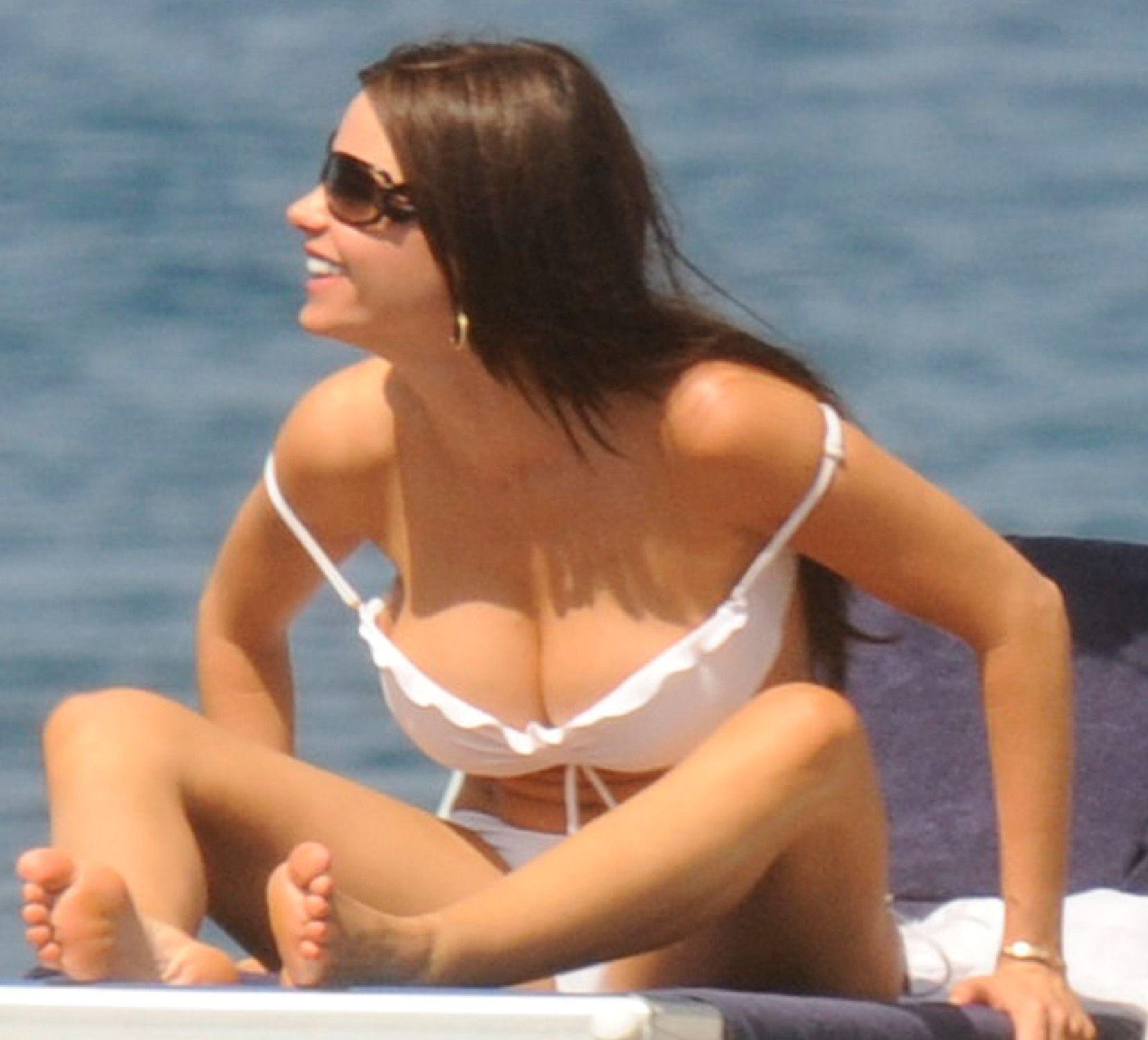 big natural tits nude | sofia vergara big tits bikini 150 x 150