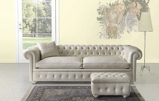 Un acompañante perfecto para los salones de estilo clásico este sofá ...