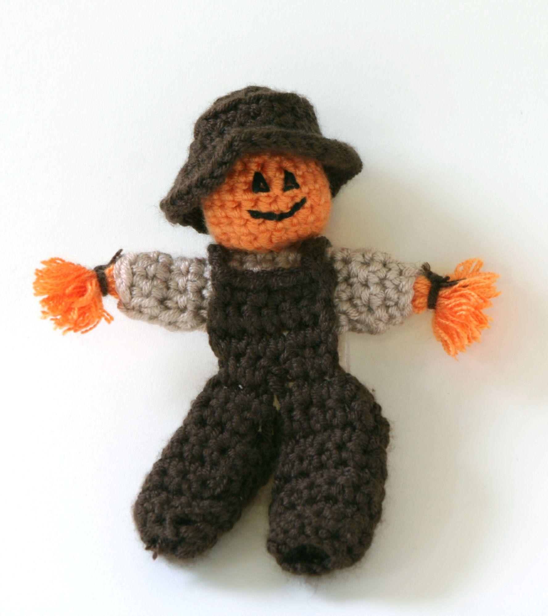 Scarecrow Finger Puppet Pattern (Crochet) | Títeres | Pinterest