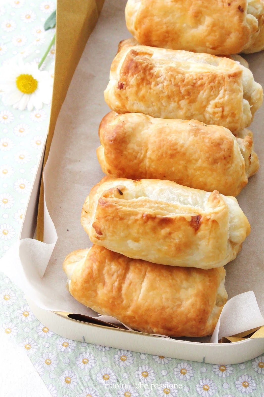 Rotolini con arista al forno, zucchine, noci e basilico da: ricotta...che passione: finger food