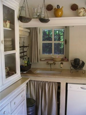 Farmhouse Style Decorating | Country Kitchen Decorating Ideas | Kitchen Layout & Decor Ideas