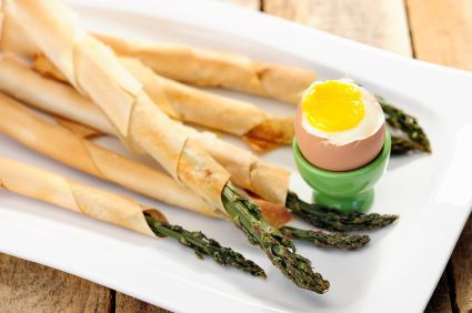 Healthy finger food- phyllo wrapped asparagus