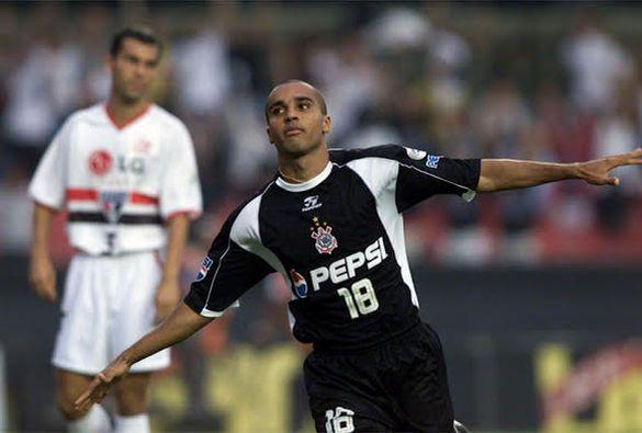 Corinthians 3 x 2 São Paulo, 5/5/2002, Morumbi: Deivid festeja gol do campeão Timão na final do Rio-Sâo Paulo