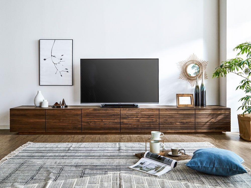無垢のテレビボード 風雅3000mmウォールナットのイメージ写真です 大型テレビも十分に納まる非常に大きなサイズのテレビボードです 天板は1枚 前板は木目が流れるように製作しています 1500mmをふたつ繋げていません 他所ではなかなか販売できないサイズ