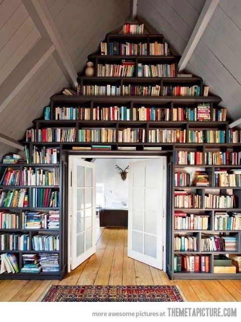 Yläkerran kirjahylly
