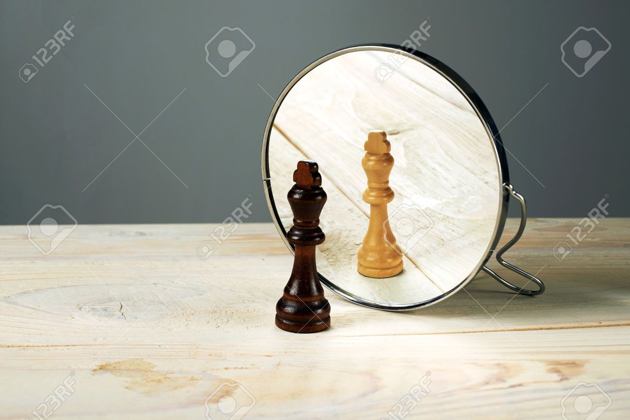 34214174-Black-or-white-king-chessmen-in-front-of-the-mirror-concept-about-racism--Stock-Photo.jpg (1300×867)