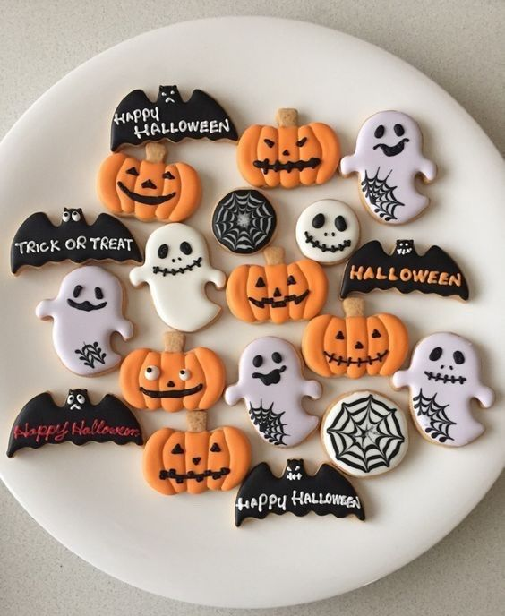Happy Halloween, witches. October 31, 2018 | ZsaZsa Bellagio - Like No Other #halloweensugarcookies Happy Halloween, witches.