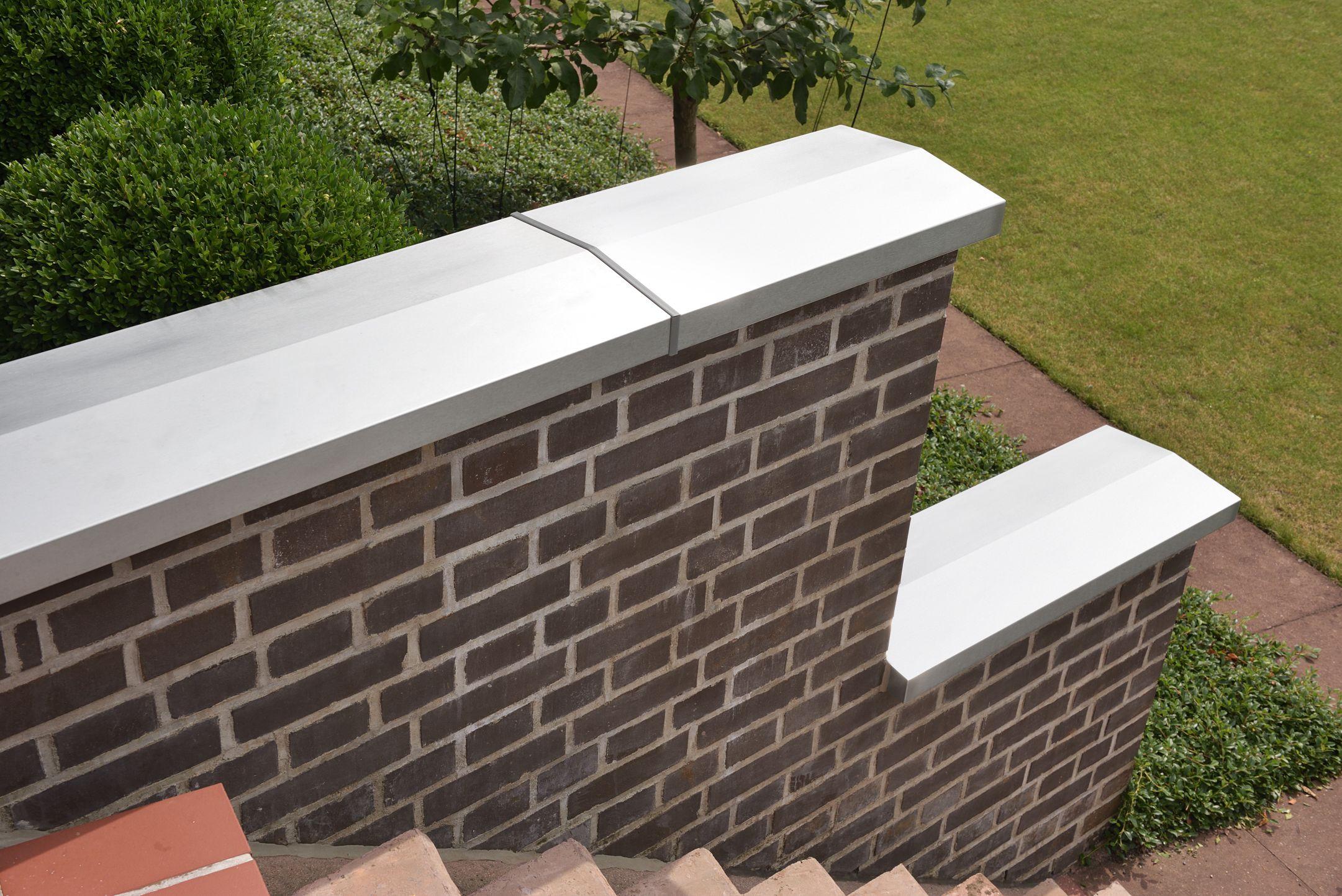 Mauerabdeckung Satteldach aus Edelstahl mit Betonkern