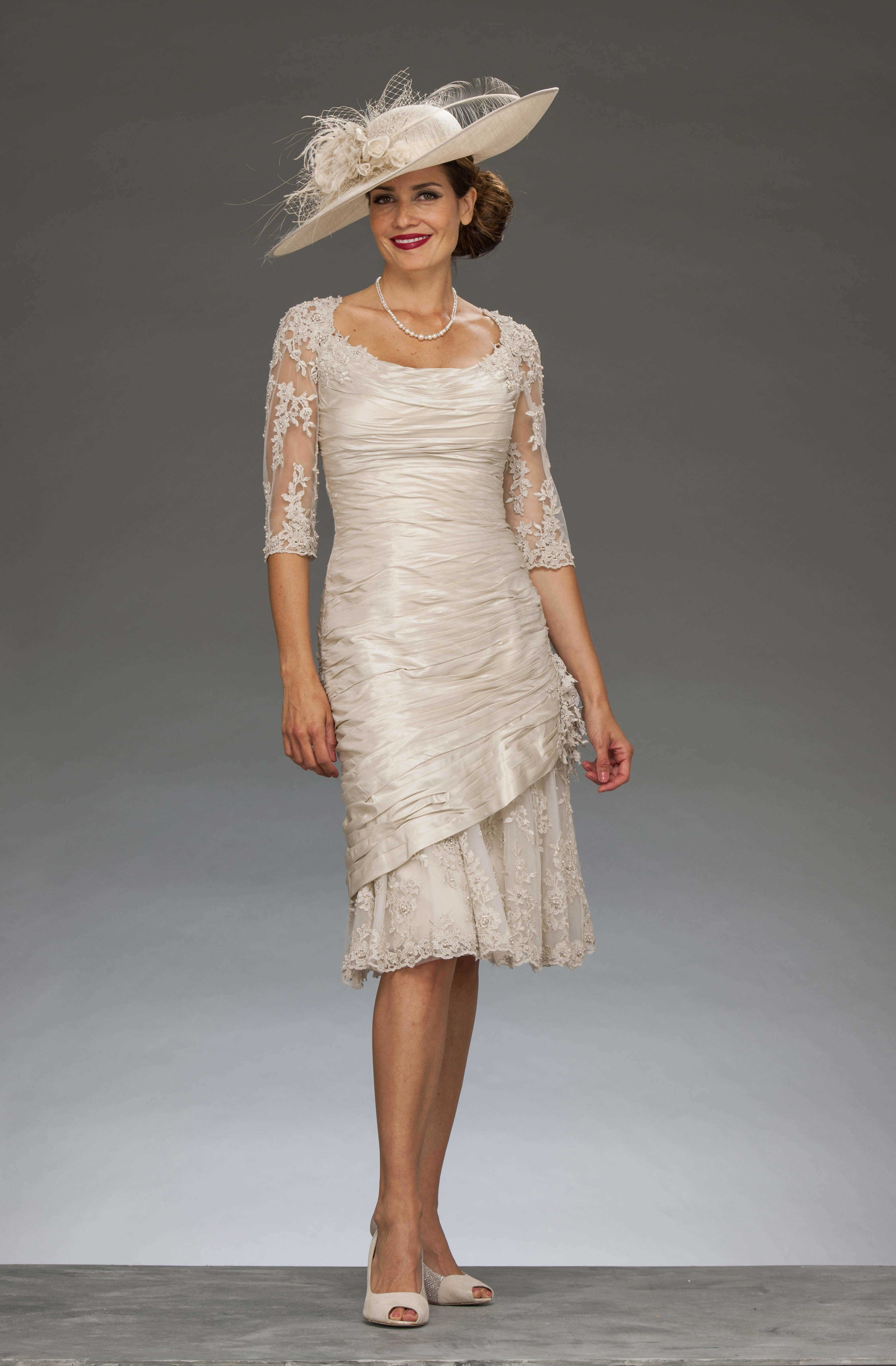 Short fitted dress with lace detailing ISL281