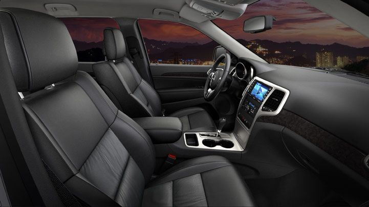 Jeep Grand Cherokee Altitude Decked Out In Leather Premium Capri Leather Trimmed Bucket Seats With Heated Front Seats In Bla Asiento De Cuero Autos Cuero