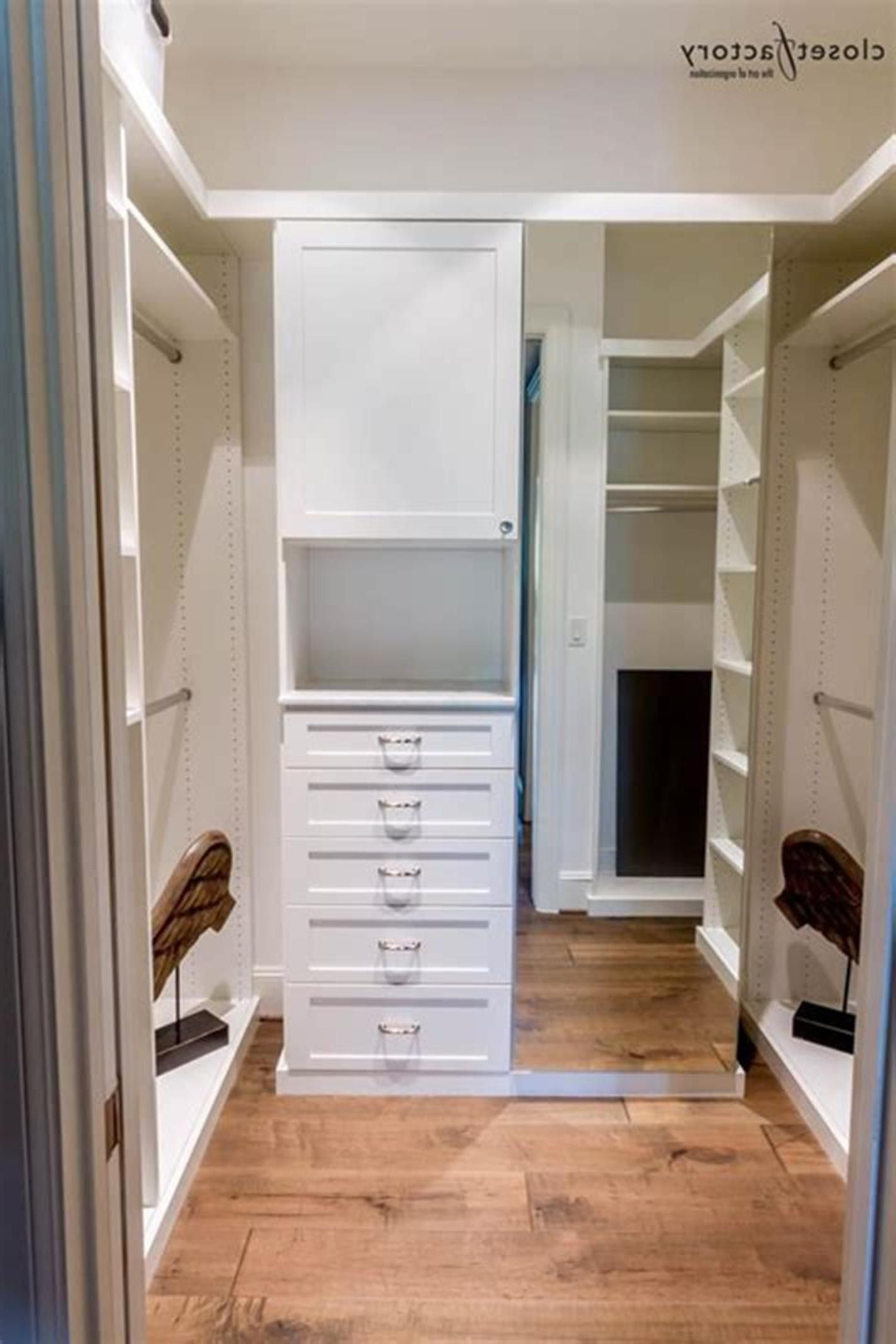 32 Fabulous Small Walk In Bedroom Closet Organization Ideas ...