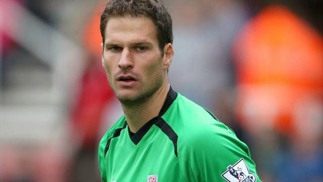 Best Football Coachs: Stoke City goalkeeper enters the Guinness Book of Records for his goal in Southampton! Watch
