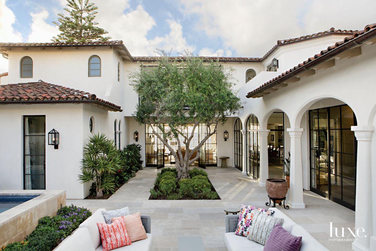 A La Jolla Home Becomes An Elegant, Inviting Retre