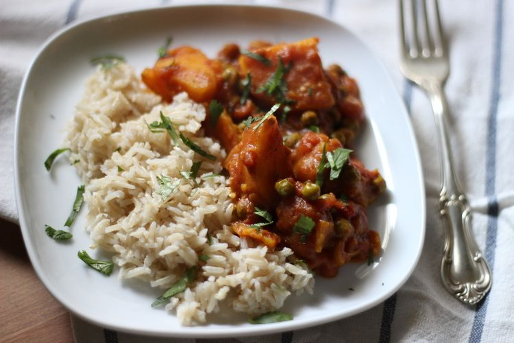 spicy tomato curry with golden potatoes + english peas | half galley kitchen