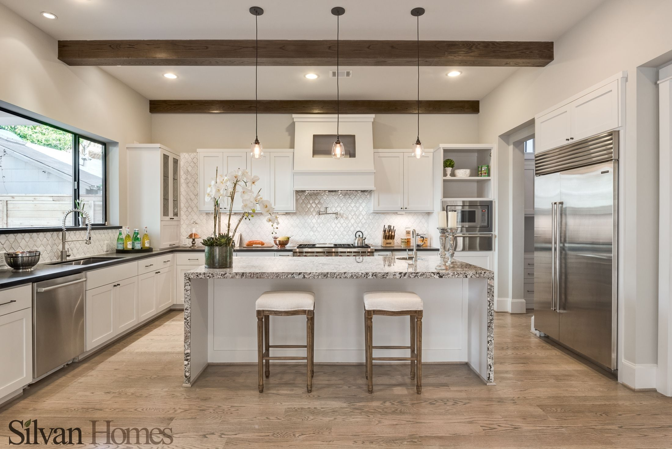 Modern gorgeous kitchen housing exposed wood beams marble modern gorgeous kitchen housing exposed wood beams marble island white baroque tile dailygadgetfo Image collections