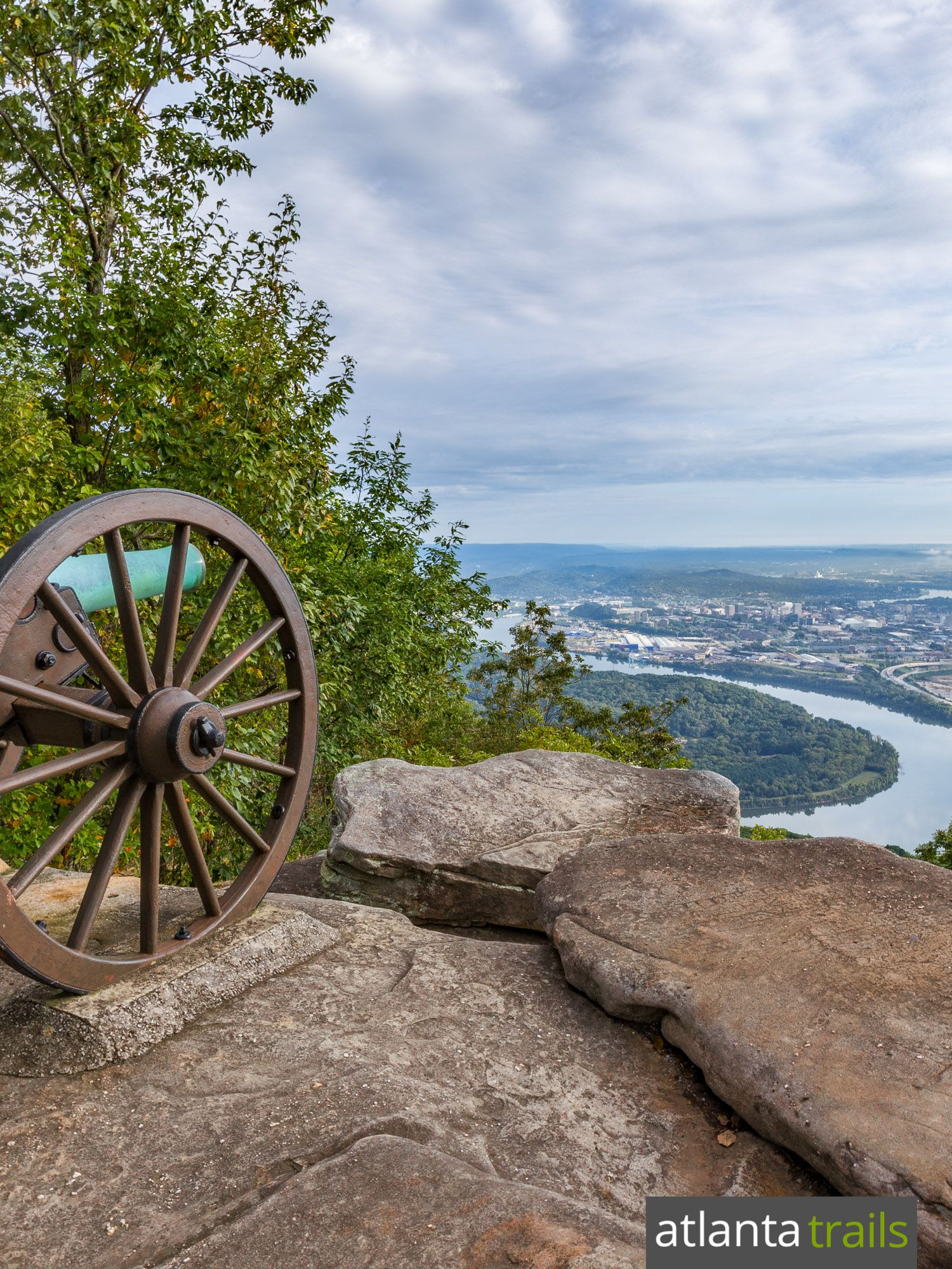 hike lookout mountain from a civil war battlefield at point park