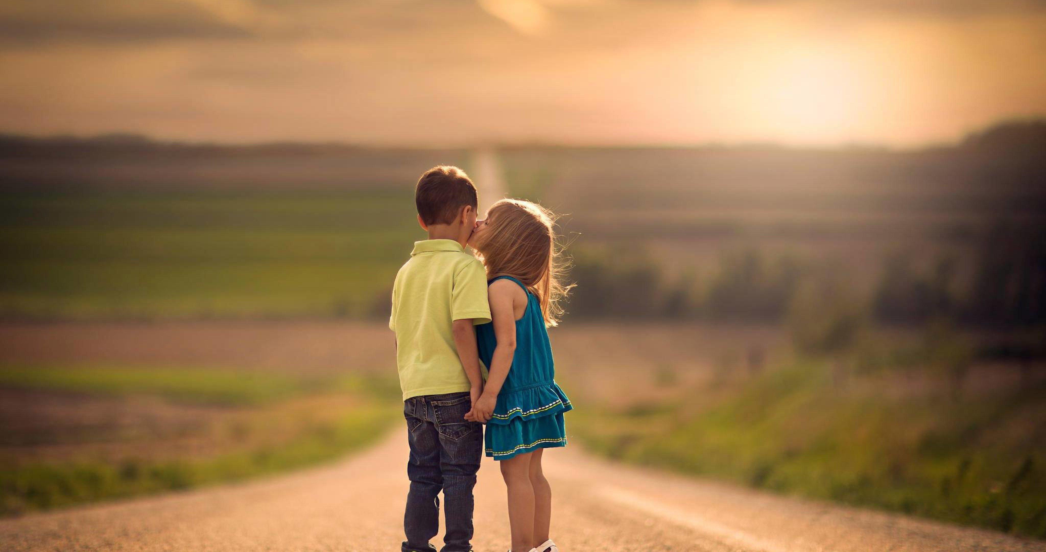 Kids kiss on road 4k ultra hd wallpaper ololoshenka - 4k kiss wallpaper ...