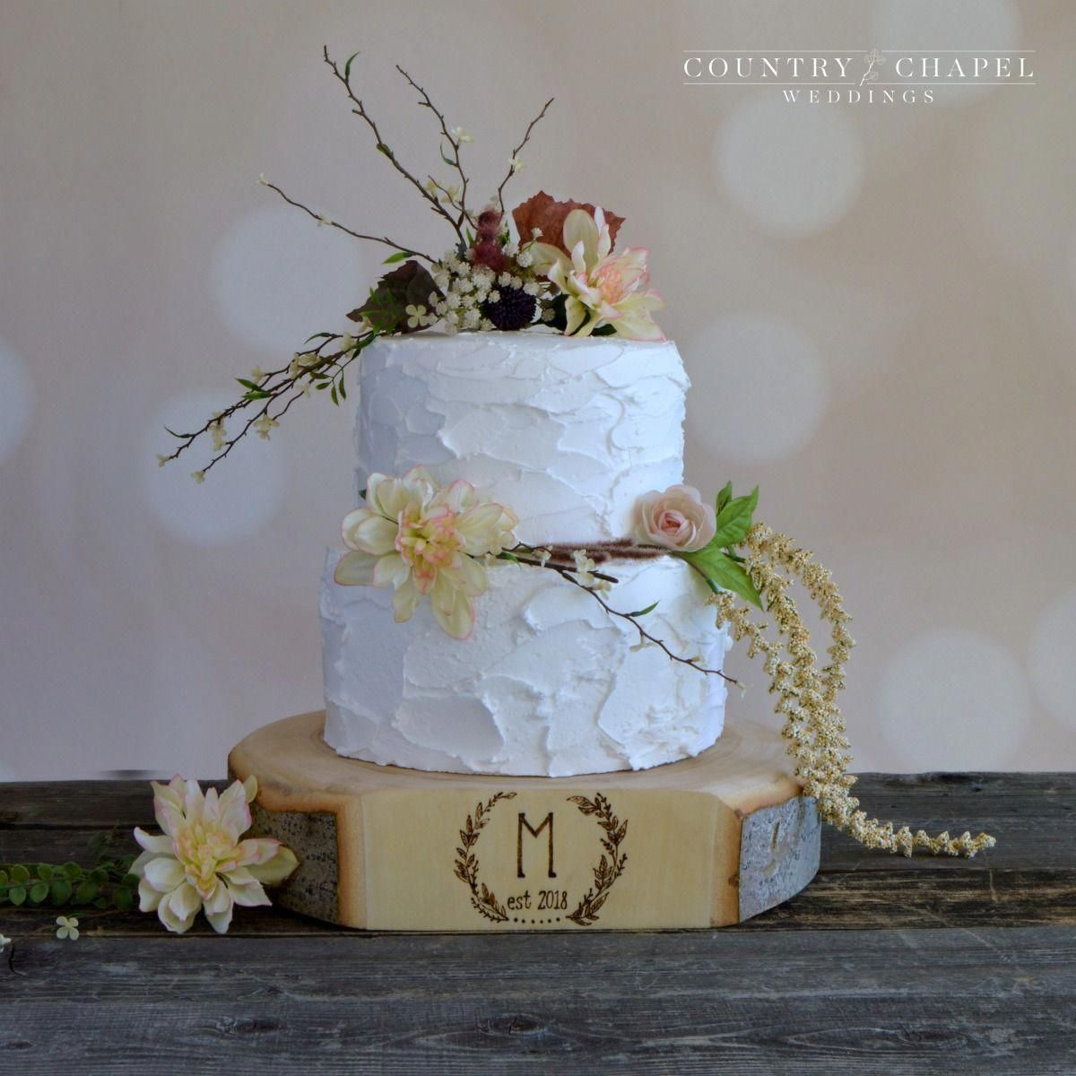 These monogram wreath wedding cake stands are sooooo pretty