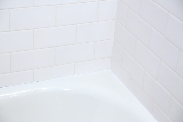 How To Remove Mildew Molded Caulk From Your Bathtub - How to remove moisture from bathroom