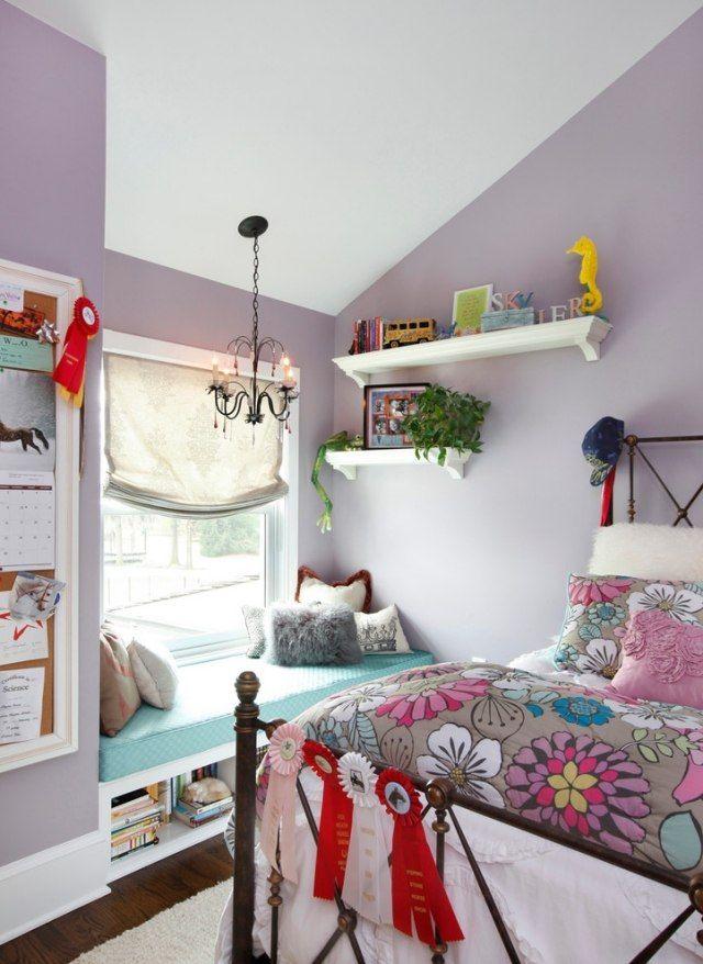 Kinderzimmer mit dachschr ge fensterbank mit blauem polster kids space - Sitzecke kinderzimmer ...