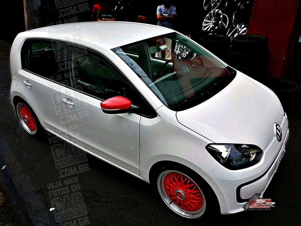 Vw up rebaixado com rodas bbs vermelhas aro 17 lowered white vw up
