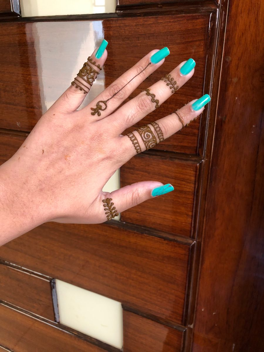 #tattoosforwomen back hand mehandi design