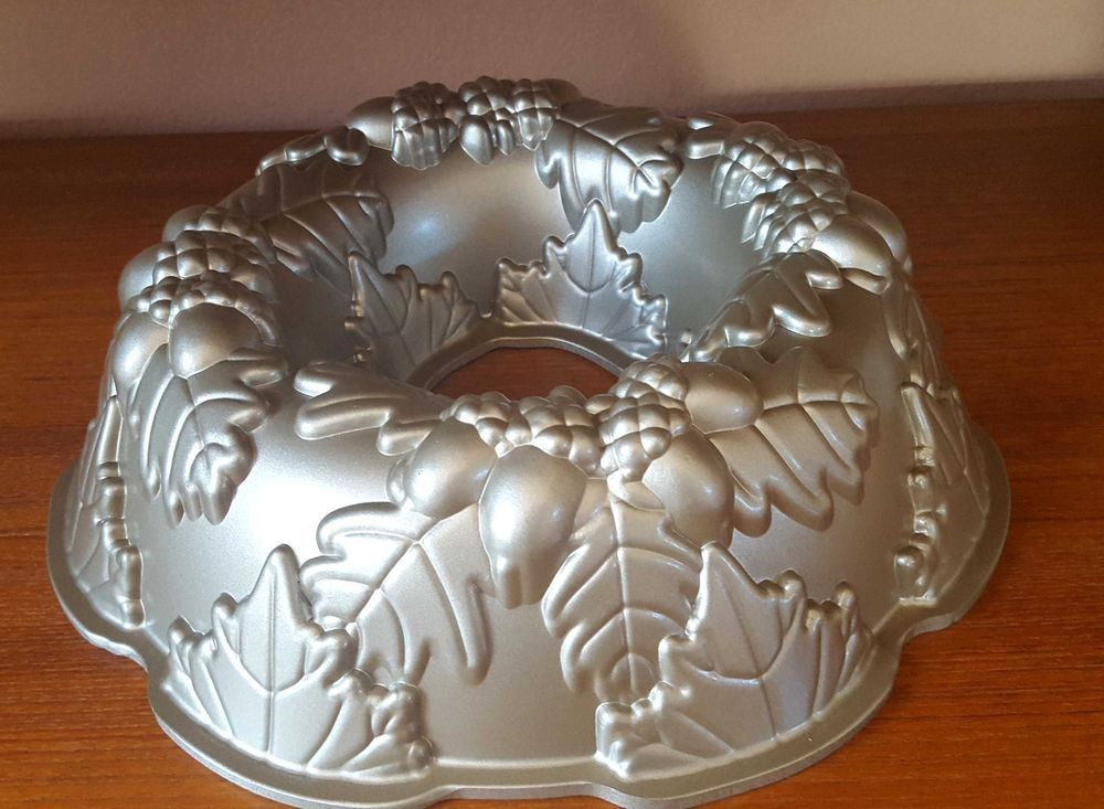 Nordic Ware Fall Harvest Bundt Heavy Cast Aluminum Autumn