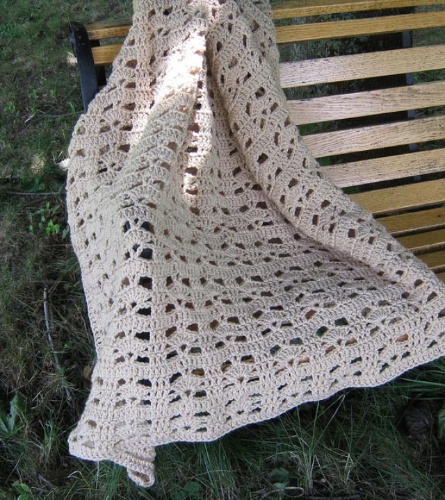 5 Beautiful Free Shell Stitch Crochet Afghan Patterns | Manta y Patrones