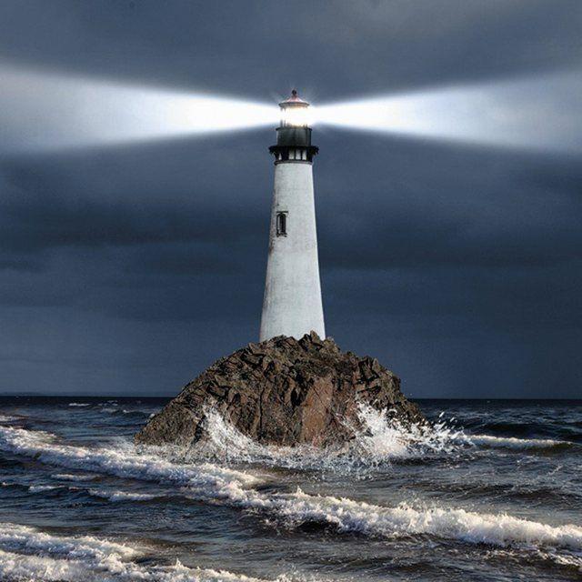 Glasbild »Leuchtturm Lichtstrahl Architektur Gebäude Foto« #naturallandmarks
